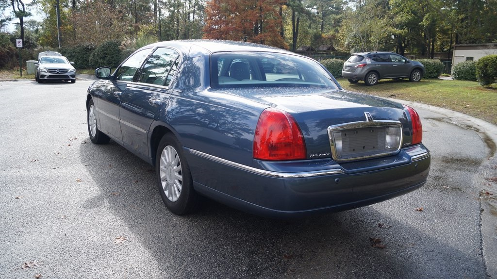 Pre Owned 2005 Lincoln Town Car Signature 4d Sedan In I5388a